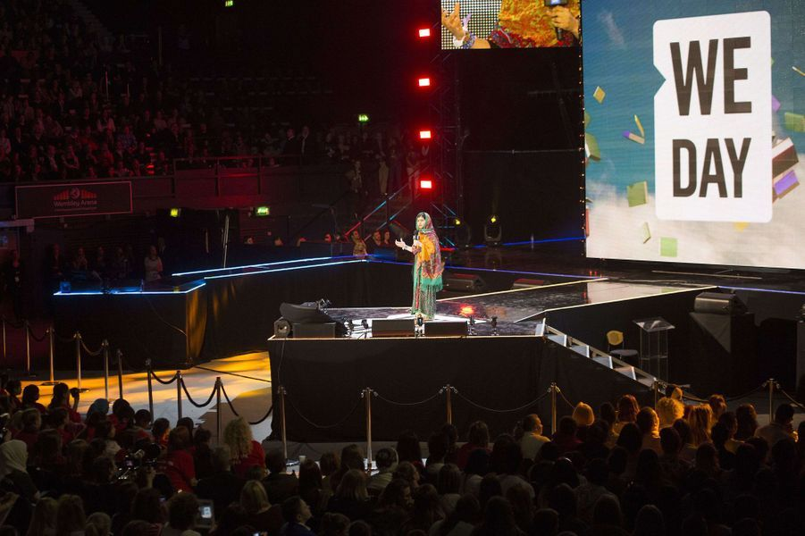 Malala sur la scène du stade de Wembley pour le We Day UK, le 7 mars 2014