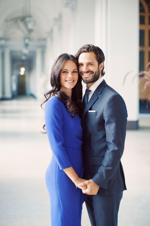Le portrait officiel du prince Carl-Philip de Suède et de sa fiancée, Sofia Hellqvist.