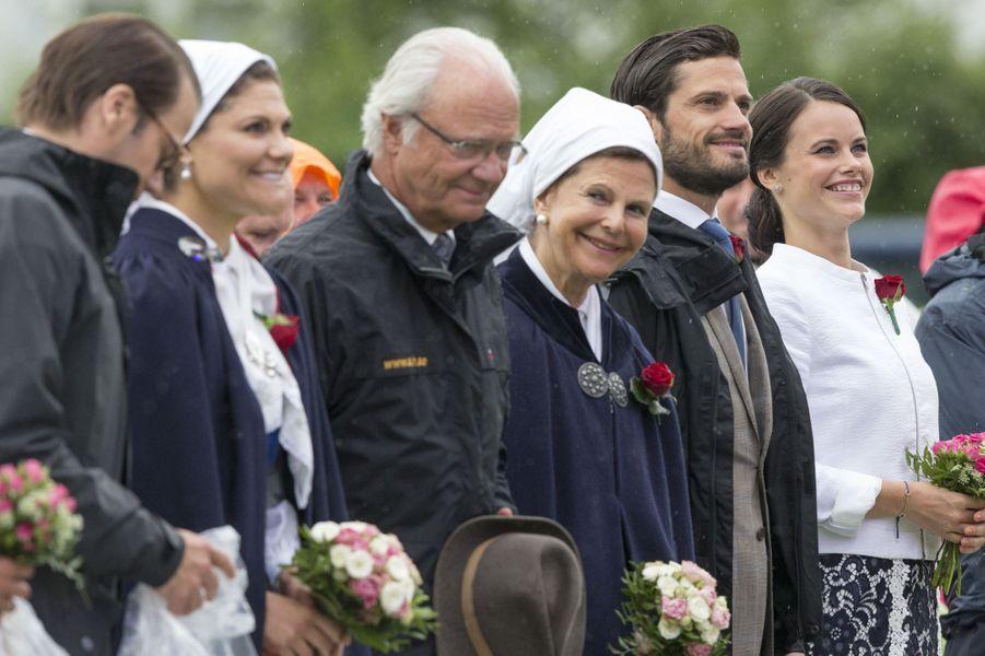 Sofia à l'anniversaire la princesse héritière Victoria de Suède, en juillet 2014, premier rendez-vous officiel au côté de la famille royale...