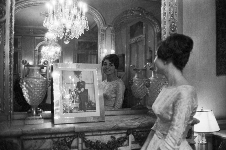 « Voici la fiancée secrète de l'Empereur... » Rendez-vous avec Farah Diba en novembre 1959.