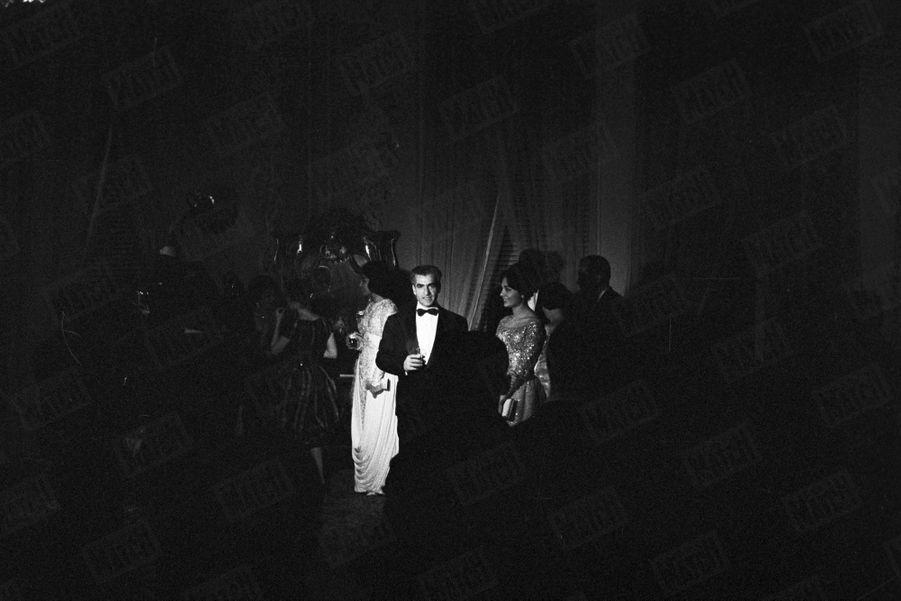 Le cocktail pour les fiançailles du Shah Mohammad Reza Pahlavi avec Farah Diba, à Téhéran, le 25 Novembre 1959.