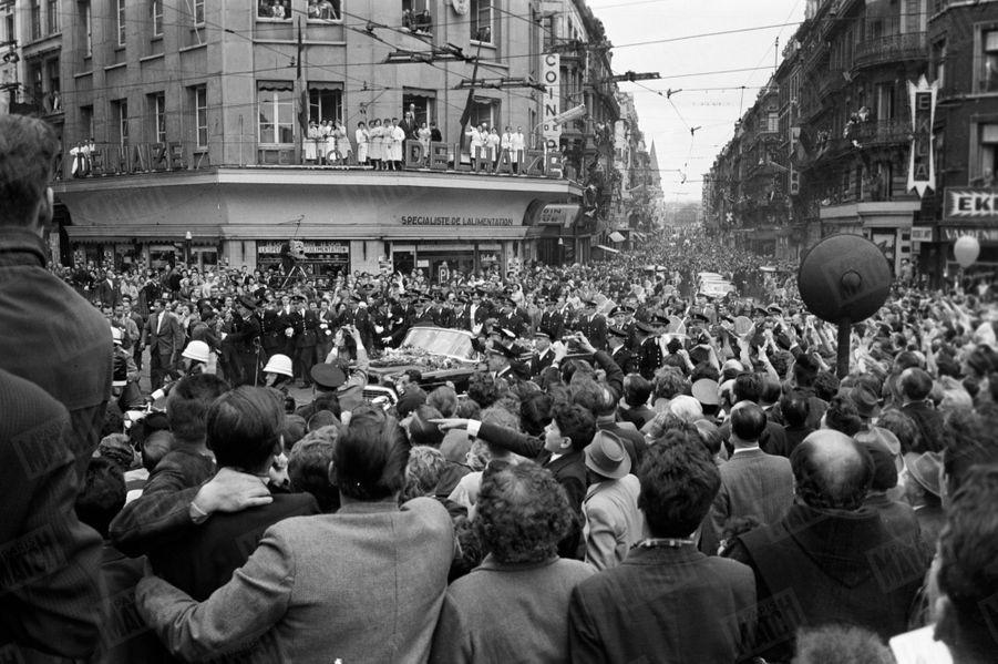La «joyeuse entrée» duPrince Albert et de sa fiancée Paolaà Liège, le 11 juin 1959.