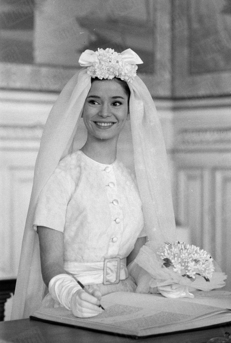 Marie-José Nat sur le tournage du sketch réalisé par René Clair pour le film «La Française et l'Amour», en avril 1960.