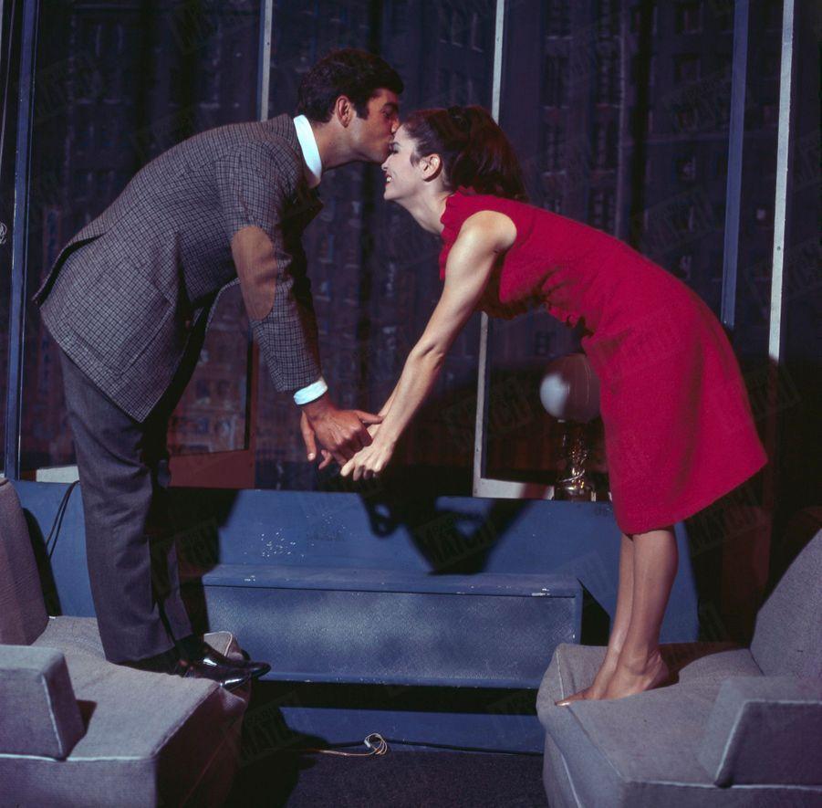 Marie-José Nat et Jean-Claude Brialy, partenaires de « Un dimanche à New York », au Théâtre du Palais-Royal,en décembre 1959.