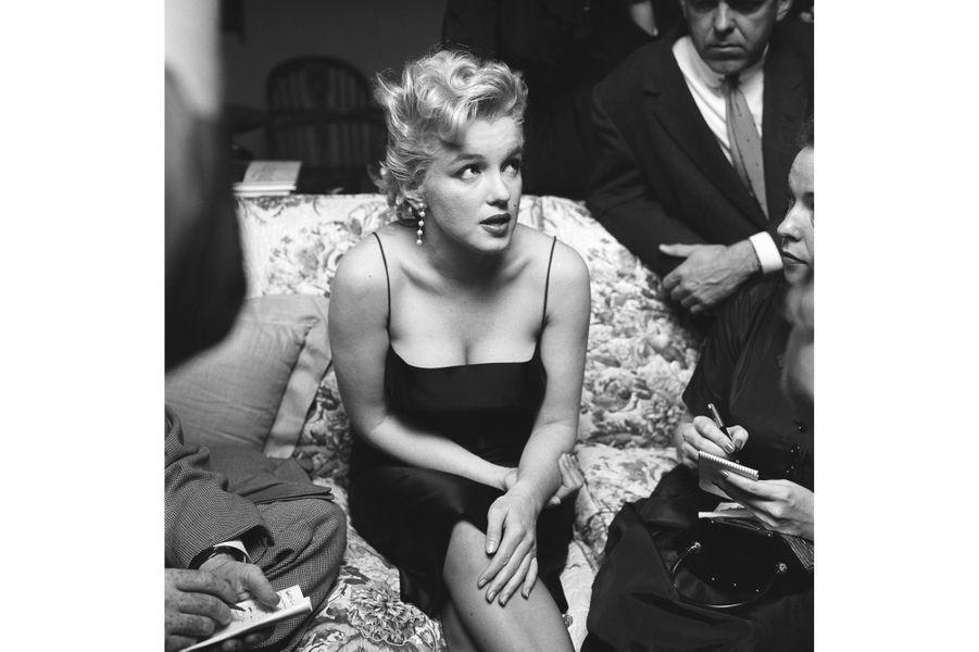 Conférence de presse à son domicile le 3 mars 1956 à Los Angeles