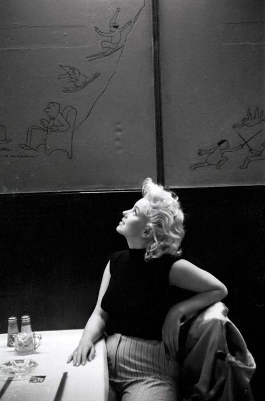 Dans un restaurant new-yorkais en mars 1955