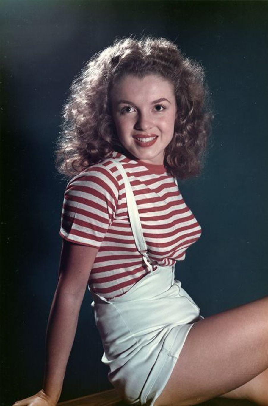 Norma Jean Baker , future Marilyn Monroe en 1947