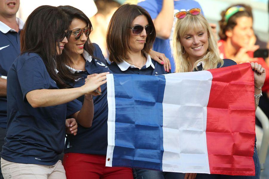 De gauche à droite : Jennifer Giroud, Marine Lloris, Sandra Evra