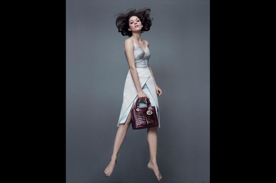 Marion Cotillard, aérienne pour Dior