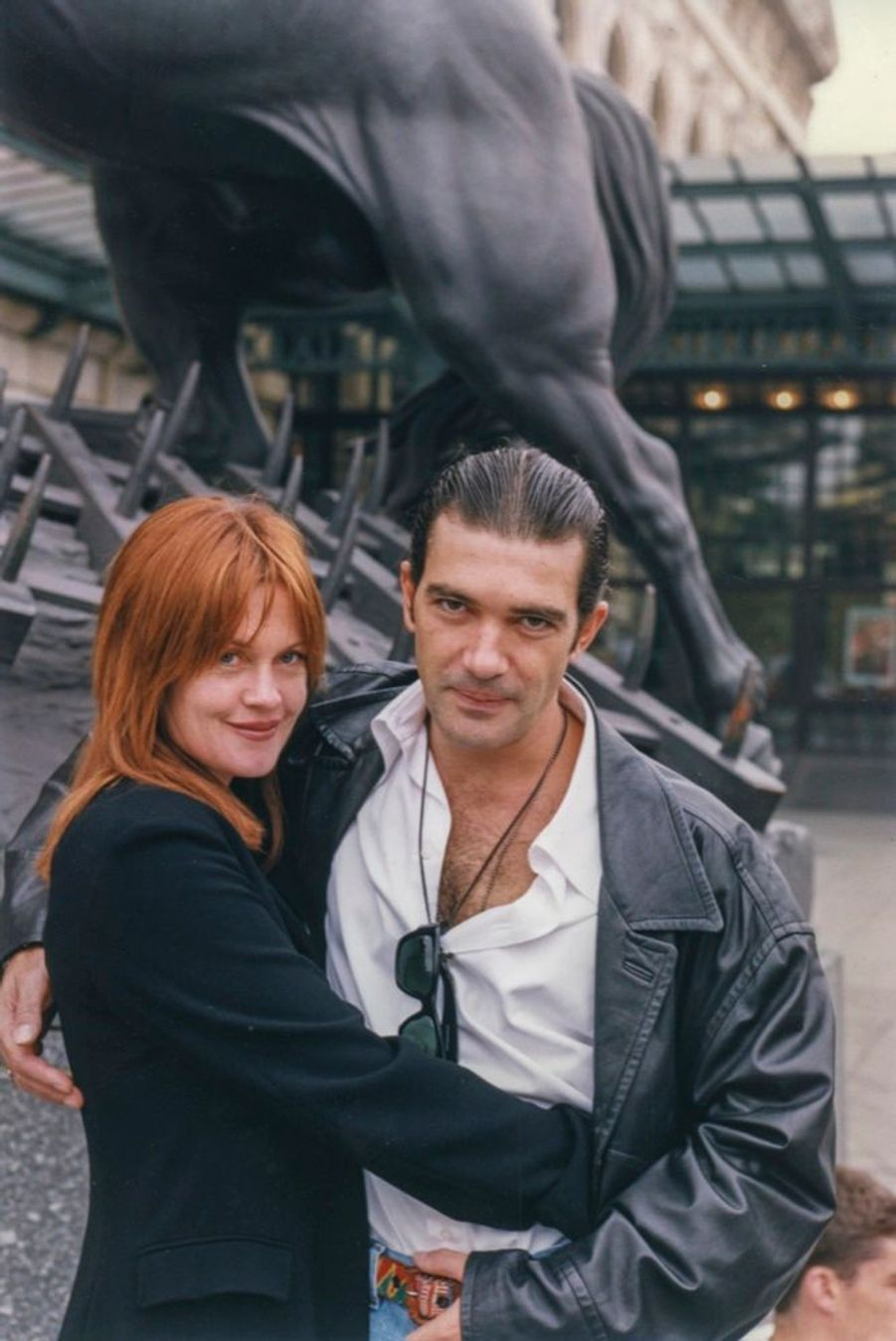Melanie Griffith et Antonio Banderas, promenade dans Paris en octobre 1995.