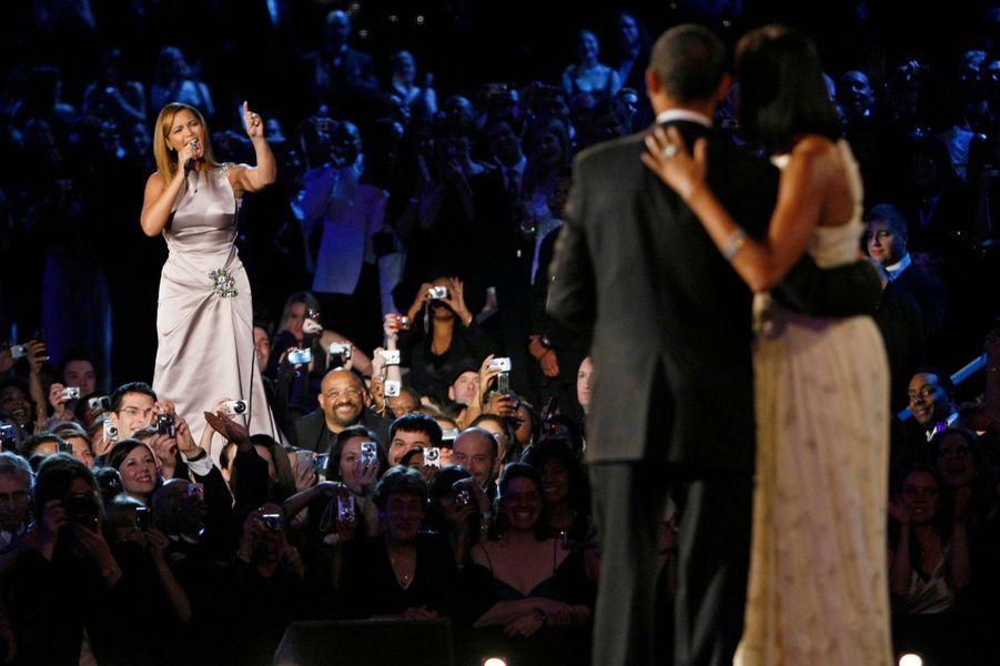 21 janvier 2009 : Beyoncé chante pour le couple présidentiel au bal de l'investiture