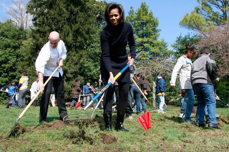 Mars 2009 : les jardins de la Maison blanche, un des premiers défis de la First lady