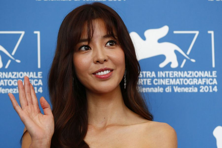 "Kim Ho-jung (""Revivre"")"