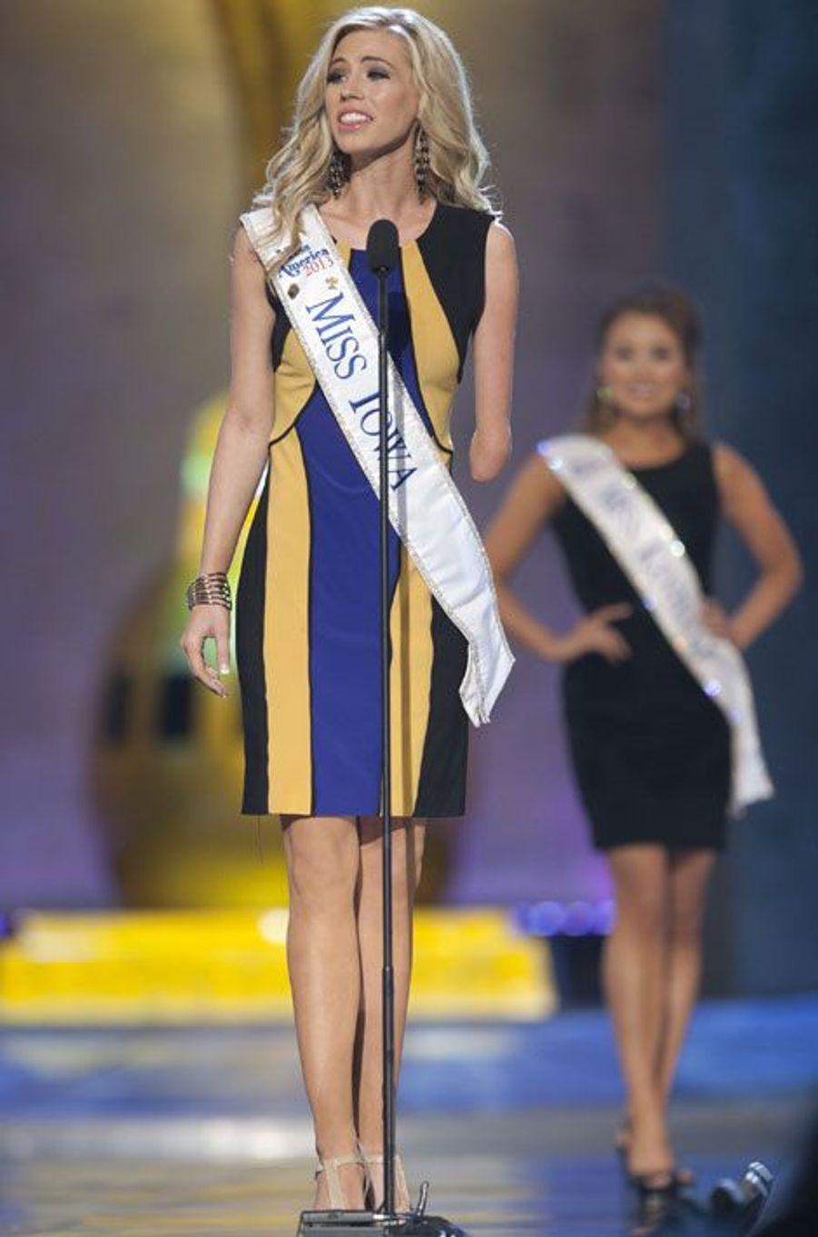 La présence de Miss Iowa, Nicole Kelly, née avec un seul avant-bras, a été remarquée. Avec ce concours, la jeune femme voulait dépasser son handicap et changer le regard des gens sur les personnes handicapées.