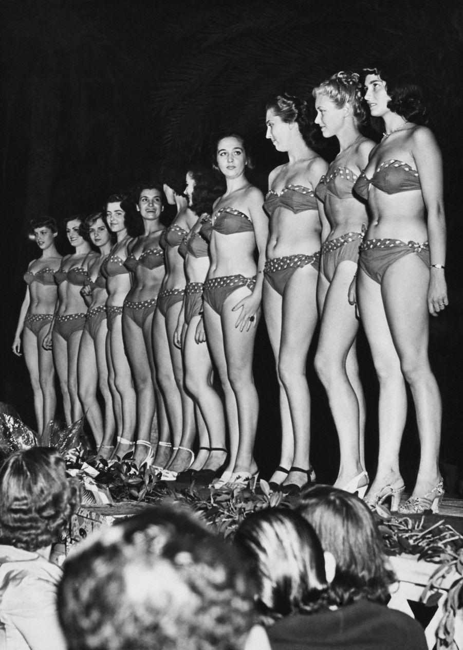 Juliette Figueras, Miss France 1949 (cinquième en partant de la gauche), lors de l'élection de Miss Europe à Palerme, le 17 septembre 1949.