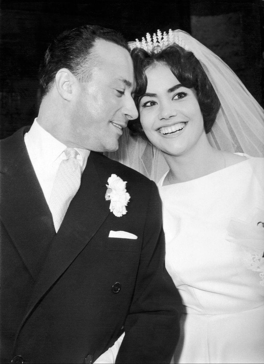 Claudine Auger, le jour de son mariage avec le metteur en scène Pierre Gaspard-Huit, à l'Église Saint-Médard à Paris, le 5 février 1959.