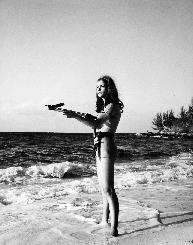 """Claudine Auger, alias Domino dans """"Opération Tonnerre"""" (""""Thunderball""""), quatrième film de la saga James Bond, réalisé par Terence Young en 1965."""
