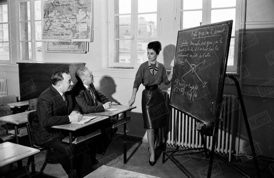 Miss France 1963, Muguette Fabris, pose pour Paris Match en janvier 1963.