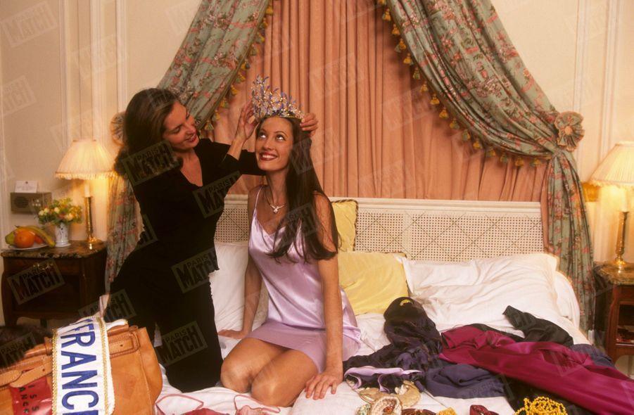 «Mareva, élue depuis 24 heures, à l'hôtel Bristol, en déshabillé Inès de La Fressange. Autour d'elle, une garde-robe signée Chanel, Christophe Rouxel, Hervé Léger…» - Paris Match n°2587, 24 décembre 1998