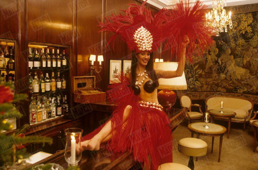 «Stressée Mareva ? Pensez-vous ! Dix minutes avant le début de l'élection, elle s'amusait à jouer les pom-pom girls à l'Opéra de Nancy en tenue tahitienne» - Paris Match n°2587, 24 décembre 1998