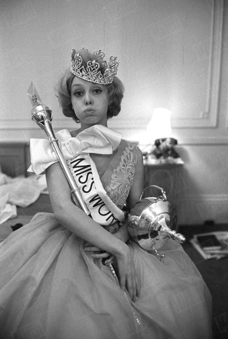 Corine Rottschäfer, Miss Monde 1959, pose pour Match