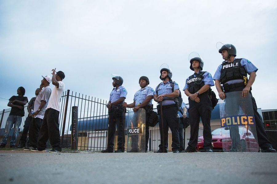 Les policiers surveillaient étroitement les rassemblements