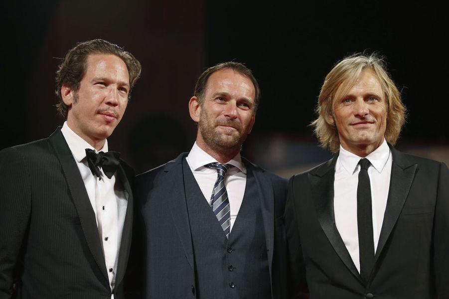 Reda Kateb, David Oelhoffen et Viggo Mortensen sur le tapis rouge de «Loin des hommes»