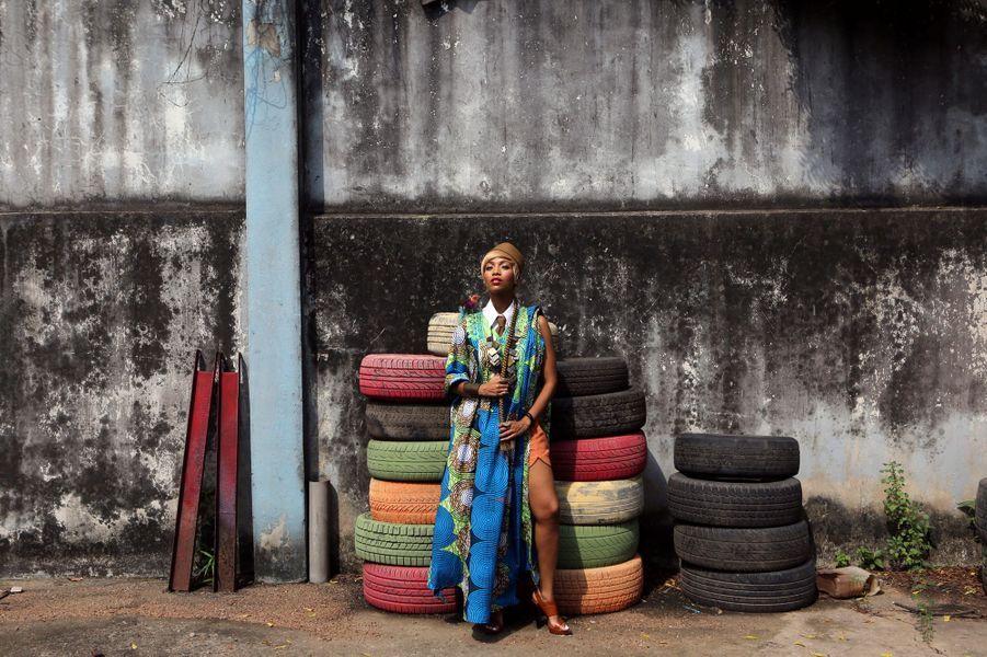 La chanteuse Temi Dollface en shooting photo à Lagos