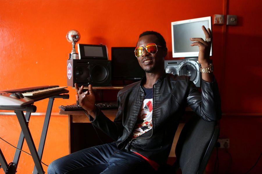 Le producteur Adeosun dans son studio à Lagos