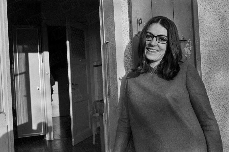 Nana Mouskouri, son premier rendez-vous avec Paris Match - numéro 968, daté du 28 octobre 1967.