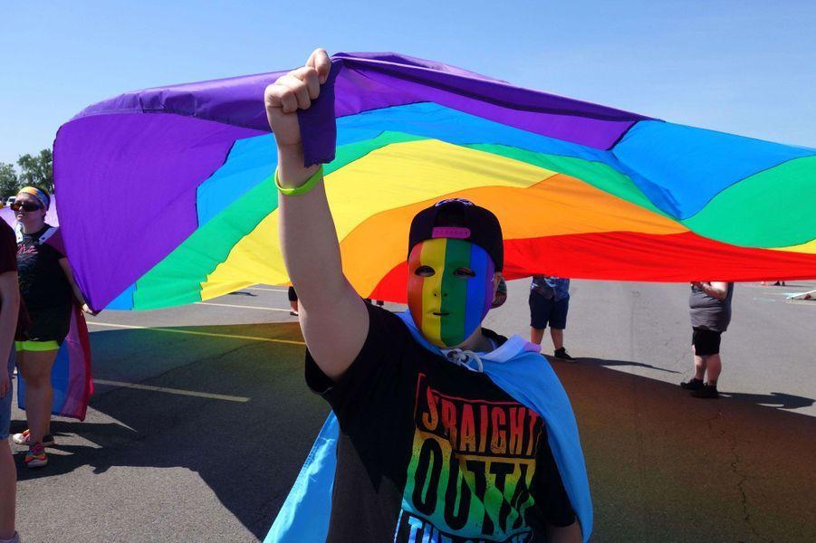 New York : La Gay Pride rend hommage aux victimes d'Orlando
