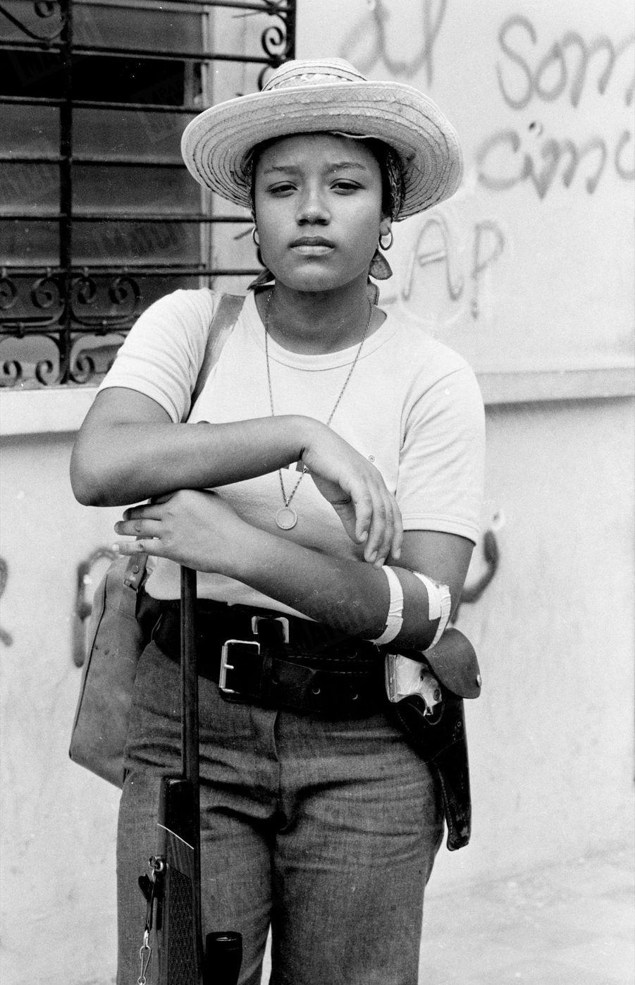 «Nombreuses sont les femmes qui se battent et qui commandent. Beaucoup n'ont que de dix-huit à vingt ans et pour toute arme un gros revolver à barillet de style western passé à même dans la ceinture.» - Paris Match n°1571, 6 juillet 1979