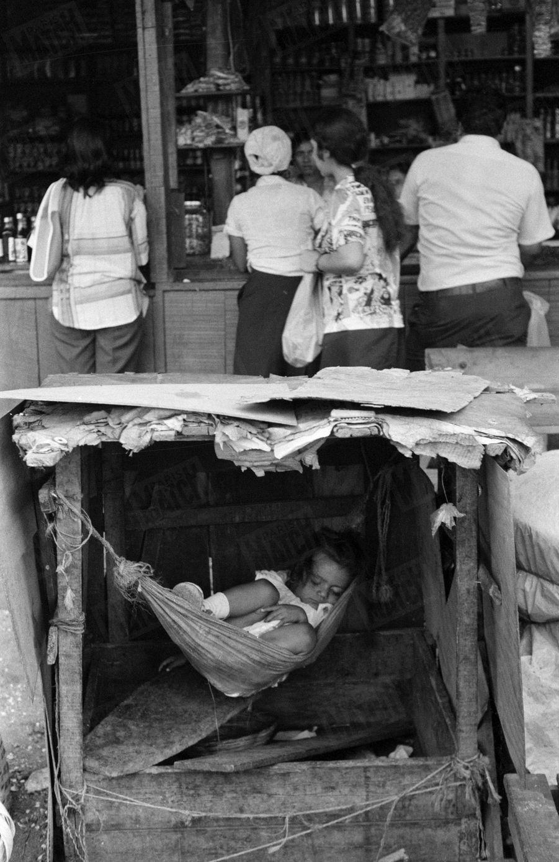 La vie à Managa, lors de la révolution sandiniste contre le régime du président Somoza au Nicaragua, en mars 1979.