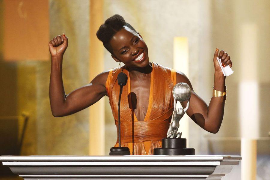 Les cérémonies de récompenses s'enchaînent. Samedi soir, les 45e NAACP Image Awards se sont déroulés a Pasadena, en Californie. Les trophées sont décernés par la National Association for the Advancement of Colored People qui saluent le travail des professionnels de la communauté Afro-américaine du cinéma, de la télévision, de la musique ou de la littérature américains. Une soirée marquée par le triomphe de Lupita Nyong'o (photo) («12 years a slave»), Kerry Washington ( «Scandal») et de Forest Whitaker.