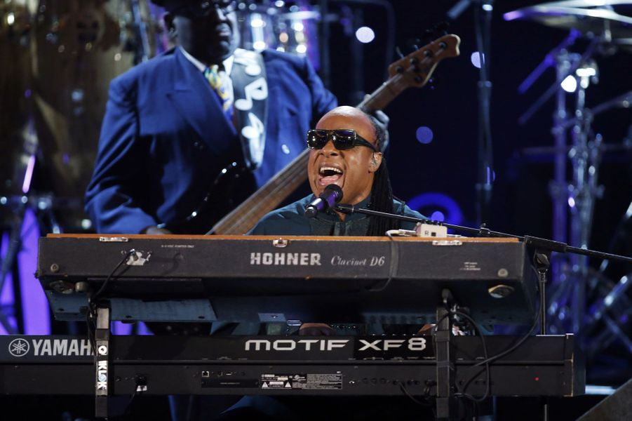 Stevie Wonder a rendu hommage à Madiba en chanson.