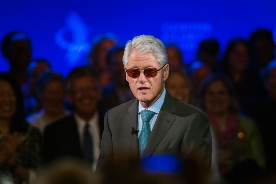 ... et Bill Clinton imite Bono