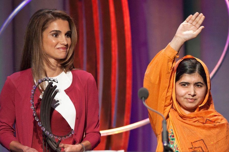 Rania de Jordanie remet un prix à Malala