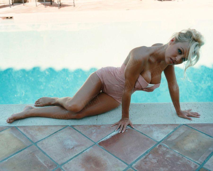 «Pamela Anderson, dans une pose très 'Playboy' » - Paris Match n°2389, 9 mars 1995