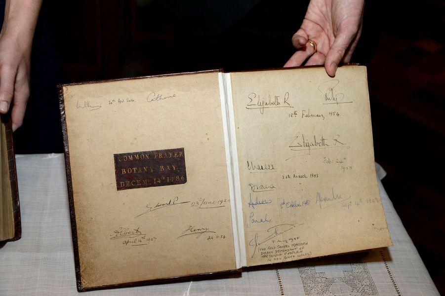 La Bible avait également été signée par Charles et Diana