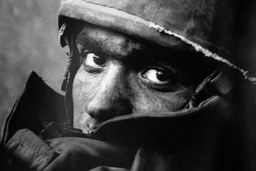 Jeune soldat de Tsahal épuisé, pendant l'offensive israelienne sur le Liban en Septembre 1982