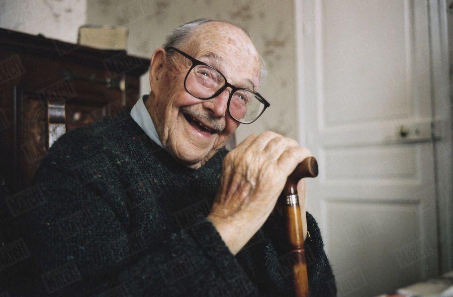 Hommage aux derniers poilus de 14-18 : Georges Ulmann était affecté dans un régiment des transmissions. À 107 ans, il souriait encore. Photo prise chez lui en 2003.