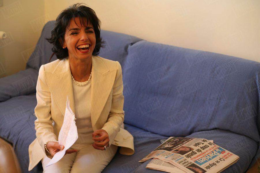 """Rachida Dati, porte-parole de l'UMP et de Nicolas Sarkozy, au maquillage dans les studios de Canal Plus, pour l'émission de Laurence Ferrari """"Dimanche Plus"""", le 18 février 2007."""