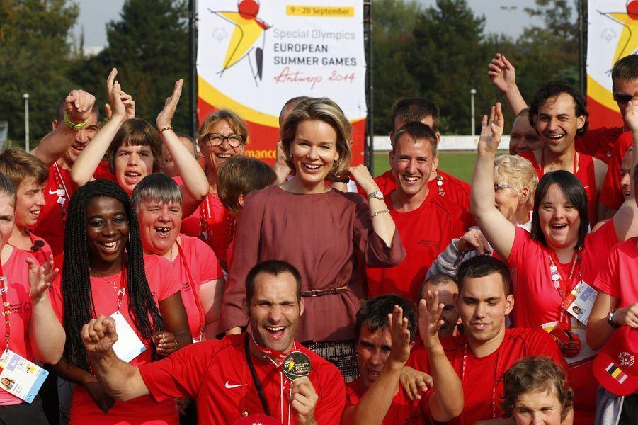 Mathilde de Belgique pose avec la délégation belge des Jeux Européens d'Eté. Près de 2000 athlètes déficients intellectuels ont participé à la compétition, organisée cette année en Belgique.