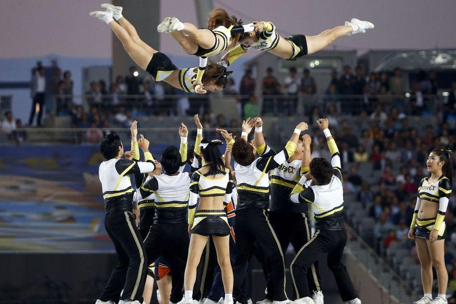 Ces pom-pom girls se surpassent lors de la cérémonie d'ouverture des Jeux asiatiques.