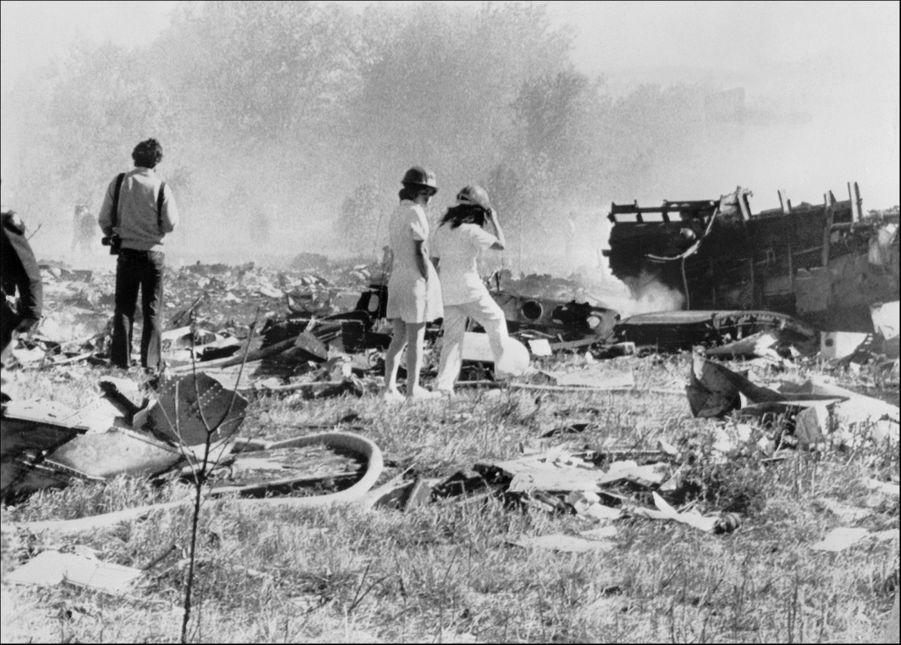 Les 258 passagers et 13 membres d'équipage ont été tués, ainsi que deux automobilistes se trouvant au sol à l'endroit même de la chute. Avec 273 morts, le crash du vol 191 est le plus graves des accidents aériens de l'histoire américaine.