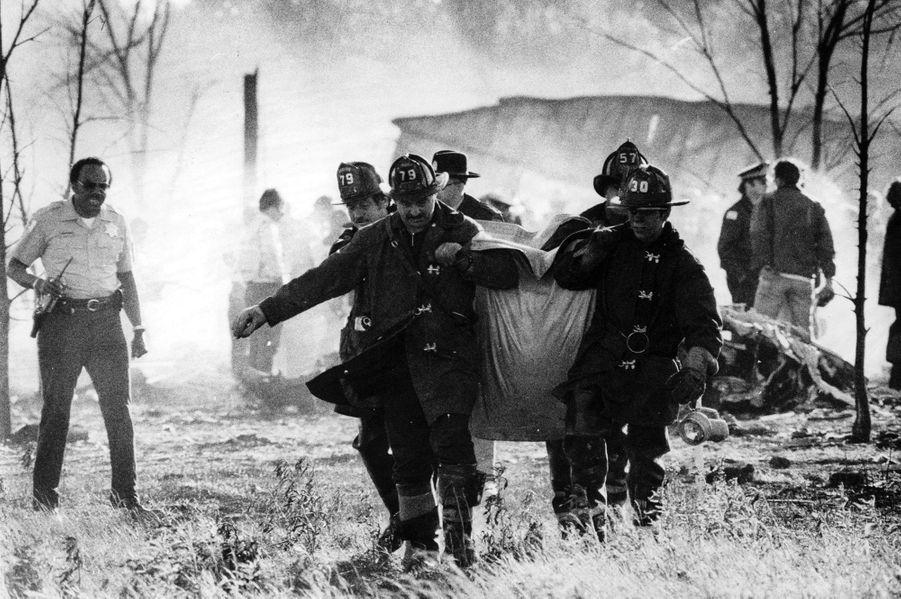 « C'est dans d'énormes sacs en plastique de couleur jaune que les pompiers ont transporté les morts jusqu'à une morgue provisoire. 'Nous n'avons jamais vu ça, disent-ils. Ils n'ont plus apparence humaine.'» - Paris Match n°1567, 8 juin 1979