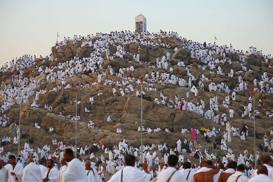 Plus d'1,8 million de pèlerins investissent le Mont Arafat