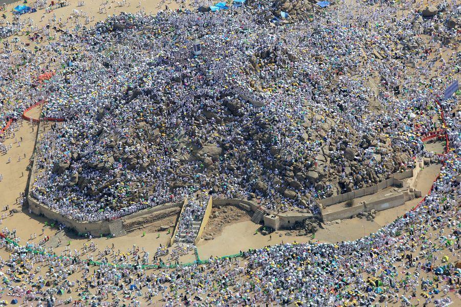 Près d'1,8 million de pèlerins musulmans se sont rassemblés au Mont Arafat