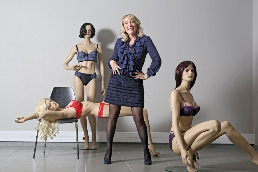 Véronique Gardonier a adapté en 1994 le concept qui a révolutionné la vente à domicile de la boîte hermétique. Des amies se réunissent pour accueillir une hôtesse qui leur présente les nouvelles collections de Charlott'lingerie. Alliant shopping et soirées entre copines, la marque installée à Lyon rencontre vite le succès. Avec ses 3 000 vendeuses, la PME est la plus rentable de France.