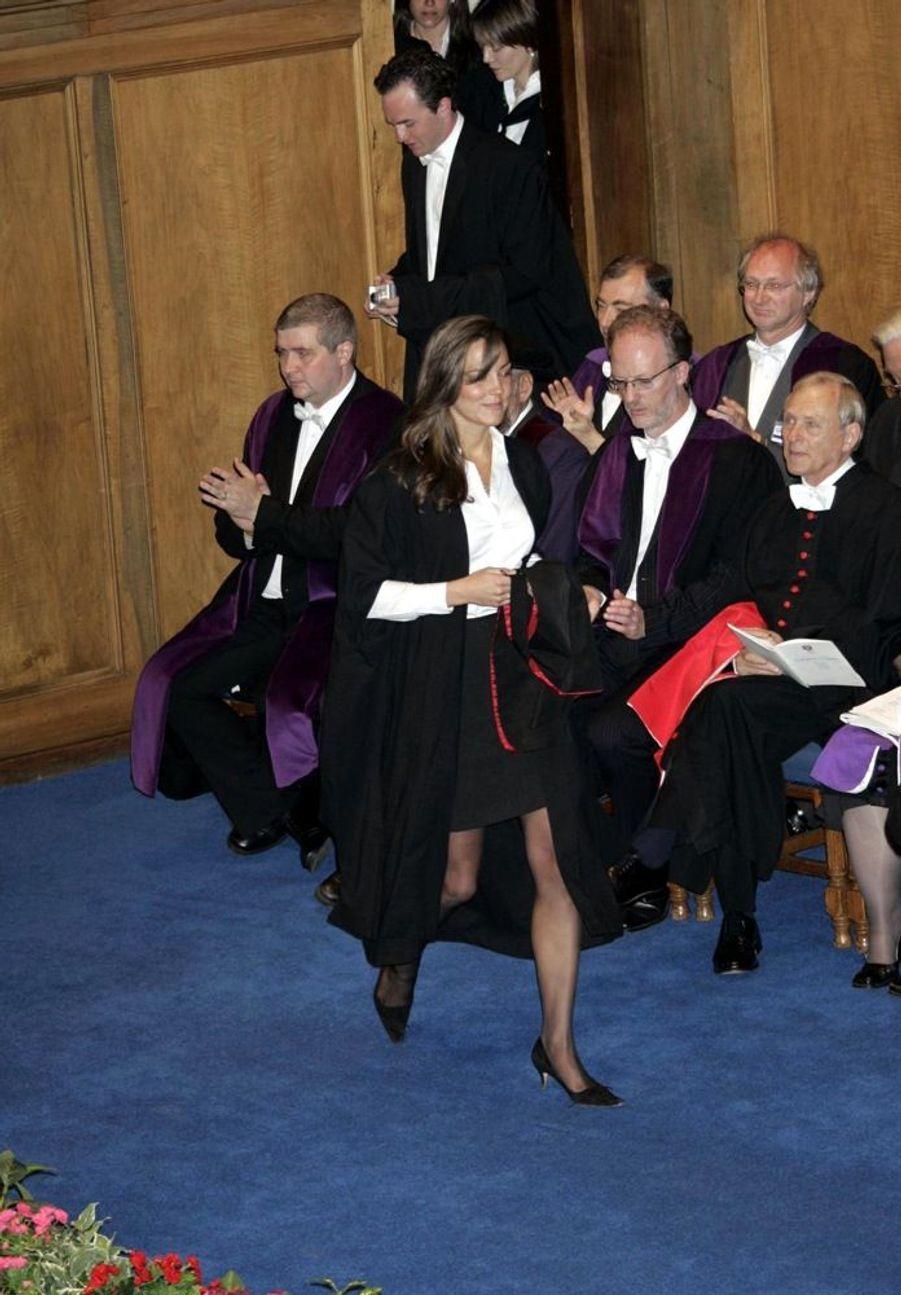 Kate Middleton lors de la cérémonie de remise des diplômes à l'université de St Andrews, en Ecosse, en juin 2005.